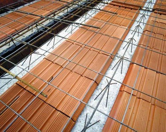 Lajes treliçadas com ferro de distribuição